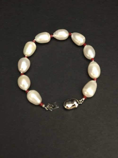 Exclusive pearl bracelets by cashmere and pearls