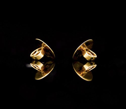 Golden South Sea Pearl studs #exclusivejewelry #cashmereandpearls