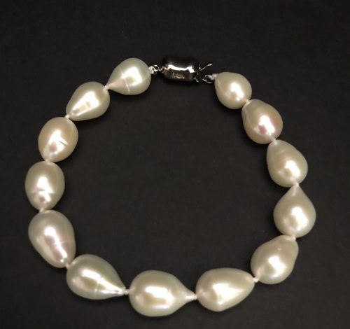 Drop-shaped pearl bracelet #cashmereandpearls