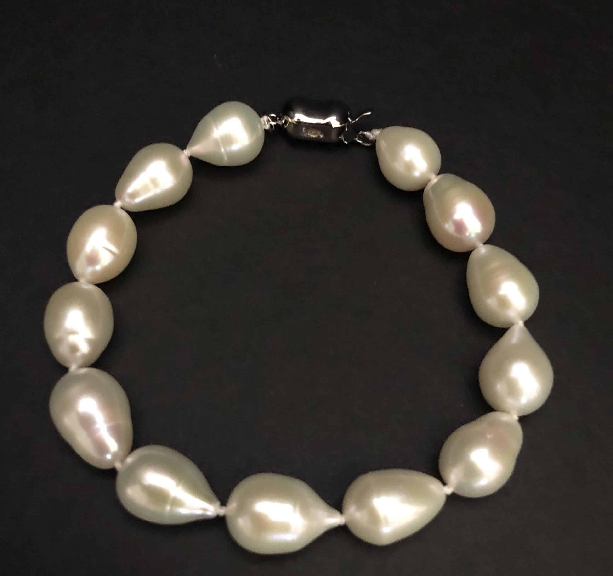 Drop-shaped pearl bracelet #cashmereandpearls